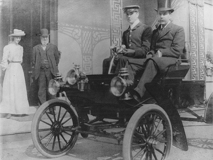 Lionel Stretton in 1903 in the Oldsmobile